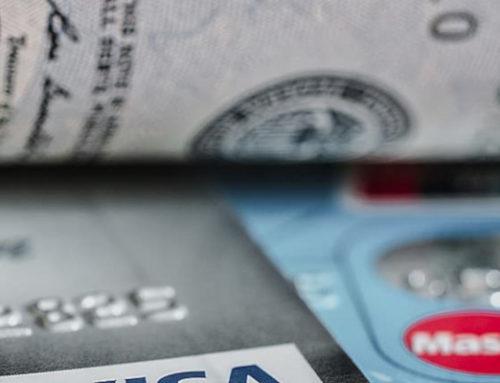 Mit der Kreditkarte im Ausland bezahlen und Bargeld abheben: Das sollten Sie beachten